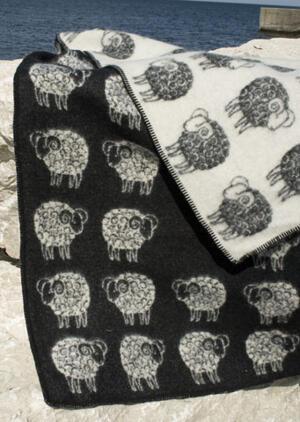 Sheep Black/White 130x180