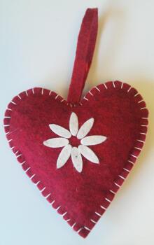 Hjärta rött tovat m. blomma