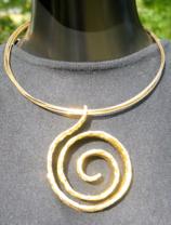 Halsband guldfärgad metall