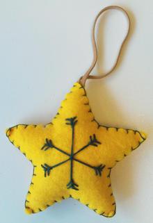 Stjärna gul tovad hängande